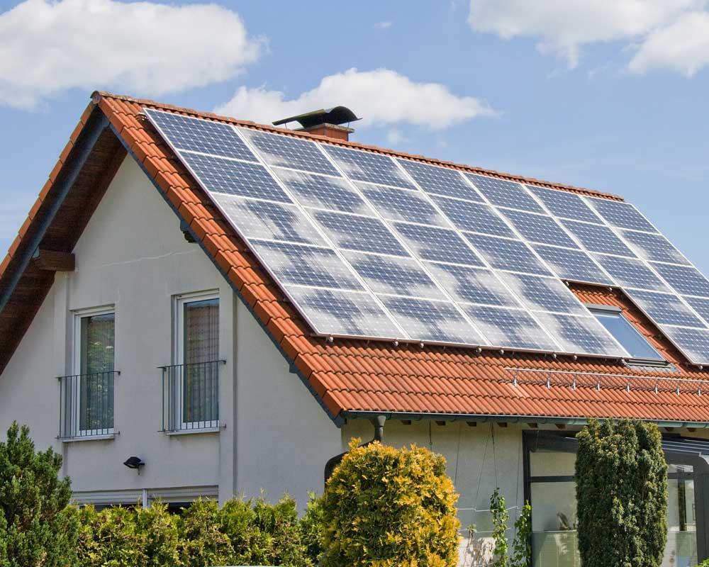 Haus mit Solarzellen - Elektro Boll Solar GmbH - Lauchringen